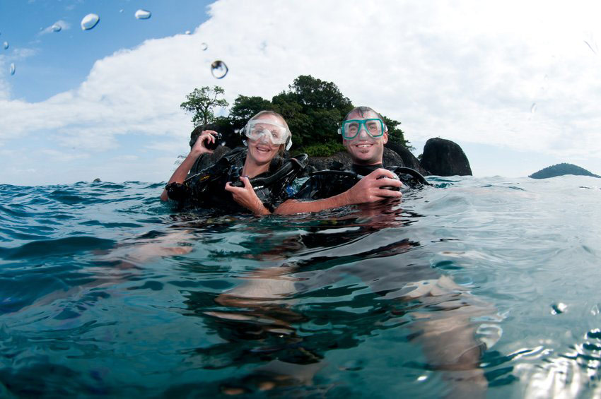 PADI Open Water Course Scuba diving couple
